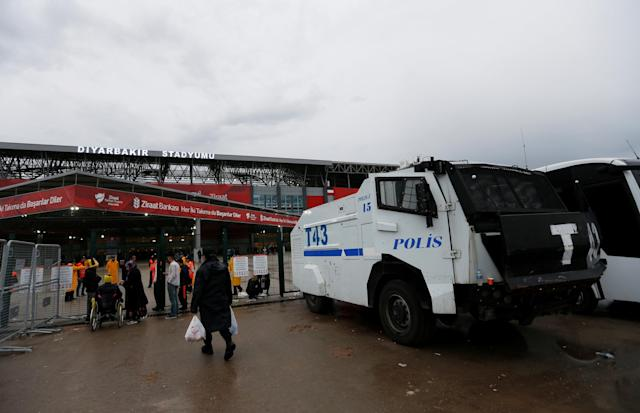 Soccer Football - Turkish Cup Final - Akhisarspor v Fenerbahce - Diyarbakir Stadium, Diyarbakir, Turkey - May 10, 2018 Police outside the stadium before the match REUTERS/Murad Sezer