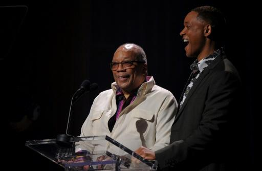 El cantante y actor estadounidense Will Smith y su compatriota productor y músico Quincy Jones (izq), durante el Día Internacional del Jazz en La Habana, el 30 de abril de 2017 (AFP | YAMIL LAGE)