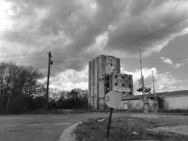 A derelict industrial building in Selma. (Photo: Holly Bailey/Yahoo News)
