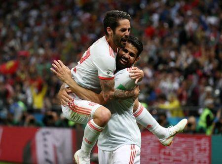 Soccer Football - World Cup - Group B - Iran vs Spain - Kazan Arena, Kazan, Russia - June 20, 2018 Spain's Diego Costa celebrates scoring their first goal with Isco REUTERS/Sergio Perez