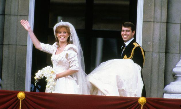 Sarah Ferguson and Prince Andrew stand on the balcony of Buckingham Palace and wave at their wedding on July 23, 1986, in London. (Photo: Anwar Hussein via Getty Images)