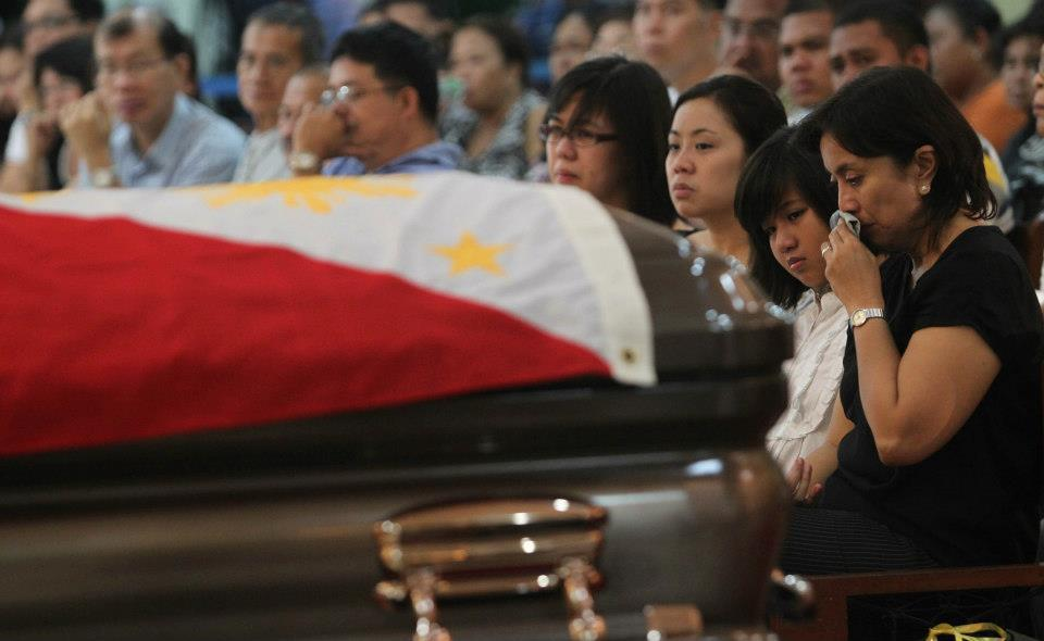 Leni Robredo, wife of Secretary Jesse M. Robredo, during mass at the Archbishop's Palace. (Malacanang photo)