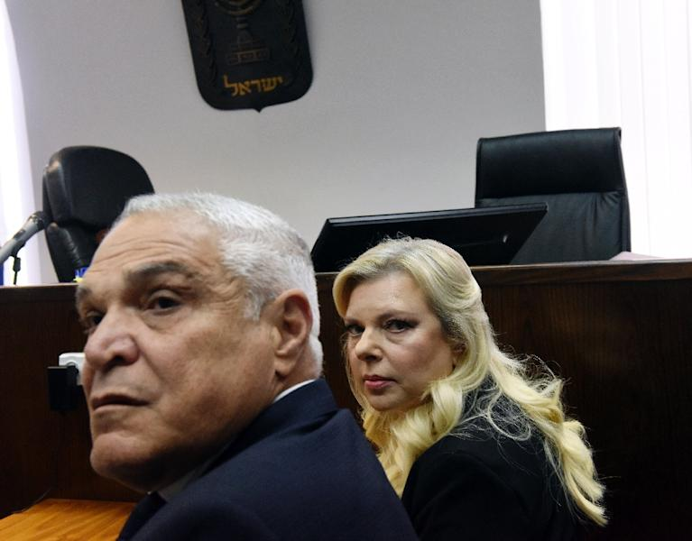 Sara Netanyahu and her lawyer Yossi Cohem wait for the judge to arrive at the Magistrate's Court in Jerusalem on June 16, 2019 (AFP Photo/DEBBIE HILL)