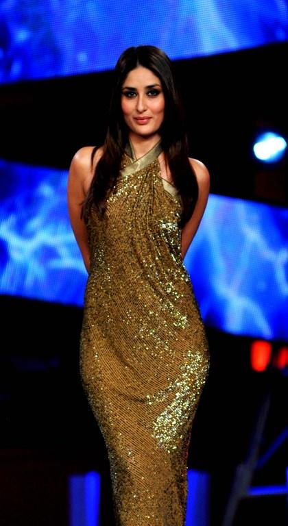 <p>3. Kareena is a yoga fanatic and can do 50 surya namaskars in one go, also hold difficult poses for more than 30 seconds. </p>