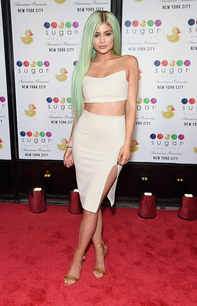 <p>Jenner donned green hair to the Grand Opening of the Sugar Factory American Brasserie.</p>