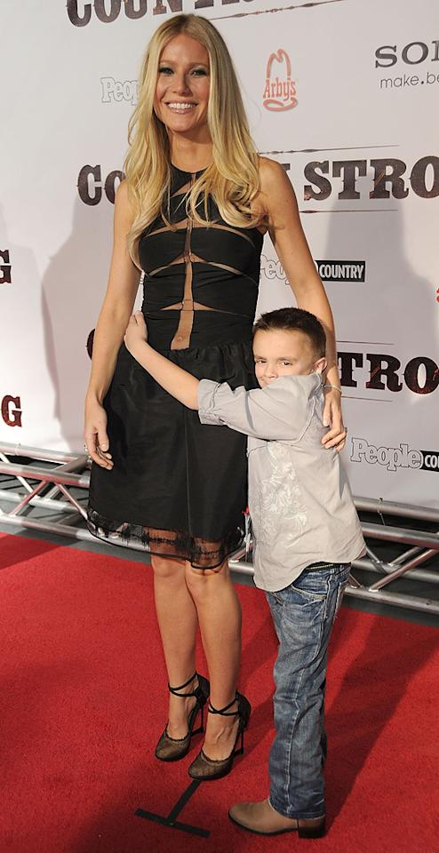 "<a href=""http://movies.yahoo.com/movie/contributor/1800018601"">Gwyneth Paltrow</a> and Gabe Sipos from Make-A-Wish Foundation attend the Nashville premiere of <a href=""http://movies.yahoo.com/movie/1810133348/info"">Country Strong</a> on November 8, 2010."