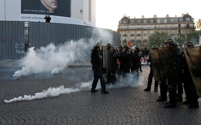 French riot police clash with demonstrators after early results in the first round of 2017 French presidential election, in Paris - Credit: Reuters