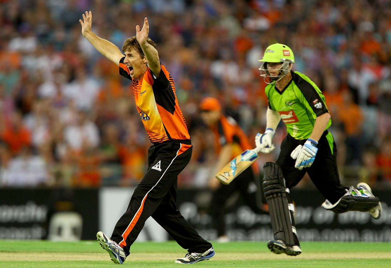 PERTH, AUSTRALIA - JANUARY 04: Brad Hogg of the Scorchers appeals for the wicket of Scott Coyte of the Thunder during the Big Bash League match between the Perth Scorchers and the Sydney Thunder at WACA on January 4, 2013 in Perth, Australia.  (Photo by Paul Kane/Getty Images)