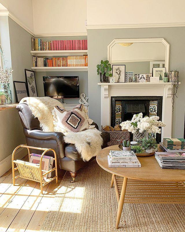 "<p>With thick faux fur throws and a beautiful fireplace, this dreamy living room ticks all the right boxes. </p><p><a href=""https://www.instagram.com/p/CAYRT0yHEBG/"" rel=""nofollow noopener"" target=""_blank"" data-ylk=""slk:See the original post on Instagram"" class=""link rapid-noclick-resp"">See the original post on Instagram</a></p>"