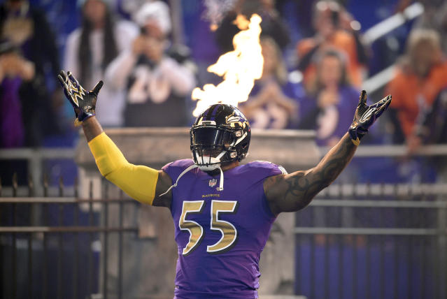 "<a class=""link rapid-noclick-resp"" href=""/nfl/teams/bal/"" data-ylk=""slk:Baltimore Ravens"">Baltimore Ravens</a> outside linebacker <a class=""link rapid-noclick-resp"" href=""/nfl/players/6346/"" data-ylk=""slk:Terrell Suggs"">Terrell Suggs</a> has three sacks over his last two games and should be in line for more in Week 12. (AP Photo/Nick Wass)"