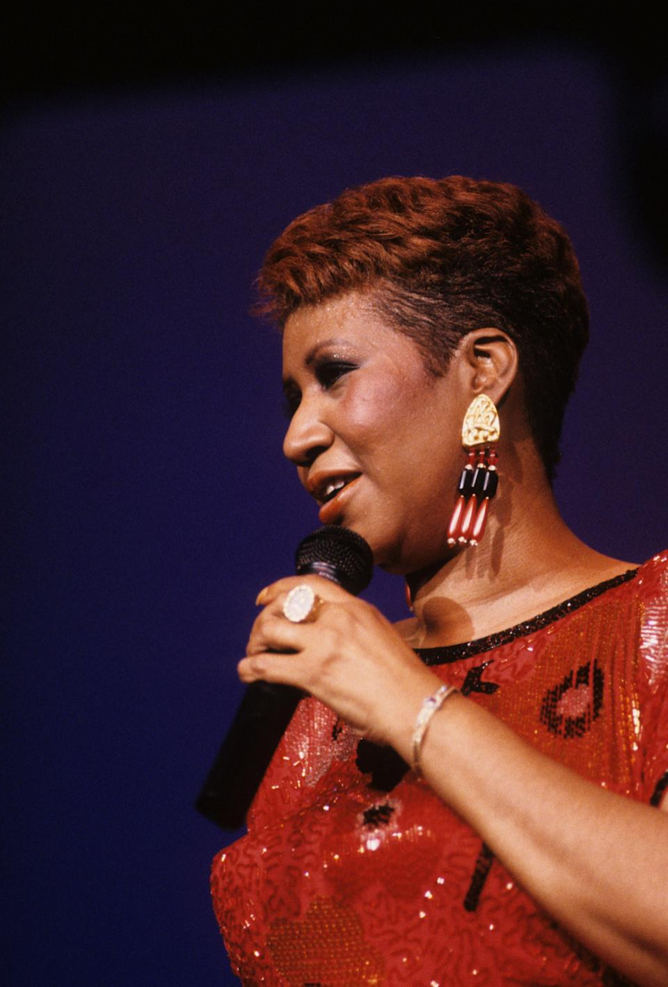 <p>Aretha Franklin wears a red sequin top and statement beaded tassel earrings while performing at a casino in Atlantic City, N.J. (Photo by Waring Abbott/Getty Images) </p>