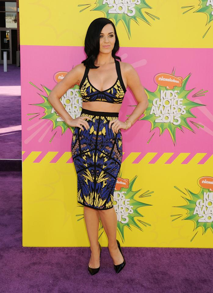 Katy Perry is a mainstay on the purple carpet. This year, she shows off her curves with a cropped top that matches her pencil skirt. She opts for a basic pair of shoes: black pointy pumps.