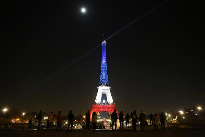 The Eiffel Tower is Illuminated in the colours of the French flag in tribute to the victims of the November 13 Paris attacks (AFP Photo/Ludovic Marin)