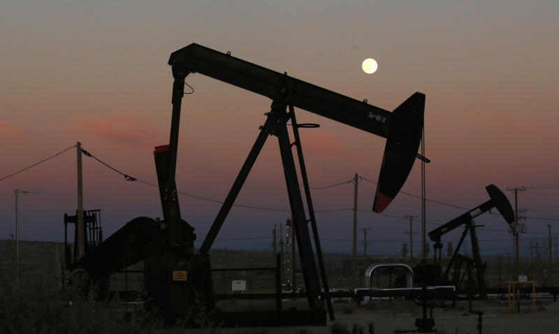 US soon to leapfrog Saudis, Russia as top oil producer