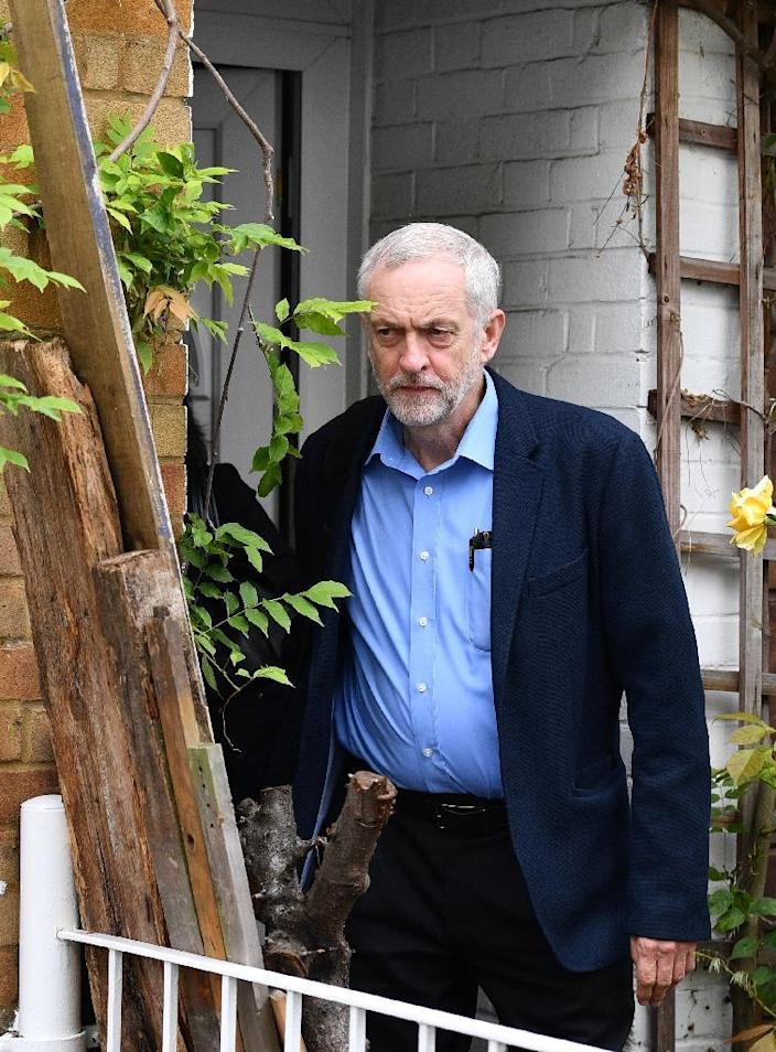 Leader of Britain's opposition Labour Party Jeremy Corbyn leaves his home in London on June 30, 2016 (AFP Photo/Leon Neal)