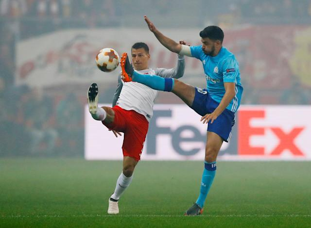 Soccer Football - Europa League Semi Final Second Leg - RB Salzburg v Olympique de Marseille - Red Bull Arena, Salzburg, Austria - May 3, 2018 Marseille's Morgan Sanson in action with RB Salzburg's Stefan Lainer REUTERS/Leonhard Foeger