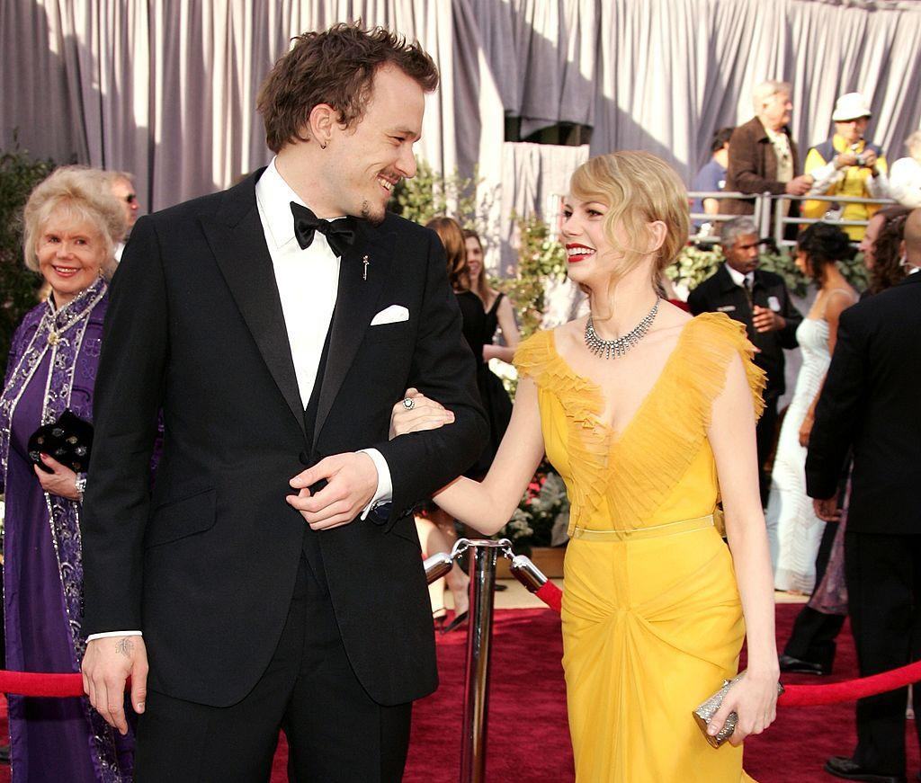 Michelle Williams and Heath Ledger dated from 2004-2007 and Williams has a baby with the late actor. They were together on the Oscar's red carpet in 2006. <em>[Photo: Getty]</em>
