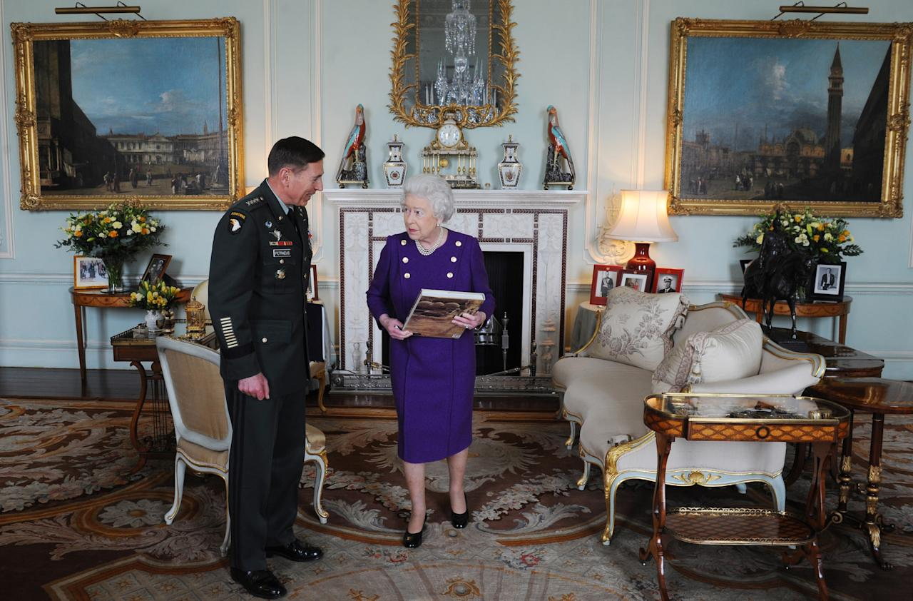 Britain's Queen Elizabeth greets U.S. General David Petraeus, Commander of the NATO International Security Assistance Force and U.S. Forces Afghanistan, at Buckingham Palace, in central London March 22, 2011.     REUTERS/Stefan Rousseau/Pool