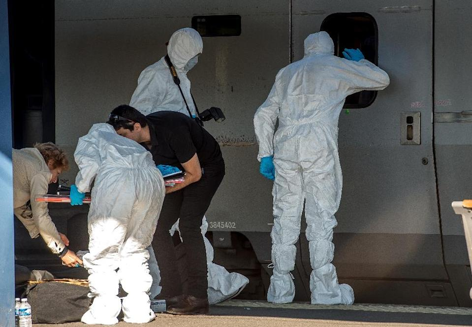 Forensics police inspect a Thalys train carriage in Arras, France, on August 22, 2015, in which a gunamn opened fire (AFP Photo/Philippe Huguen)
