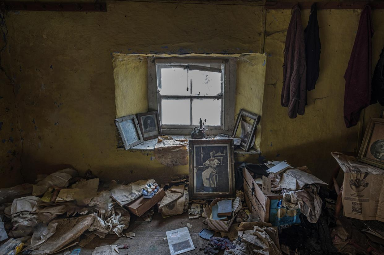 Inside an abandoned home in Northern Ireland. These haunting images capture abandoned homes across Northern Ireland, March 12, 2018. (Photo: Unseen Decay/Mercury Press/Caters News)