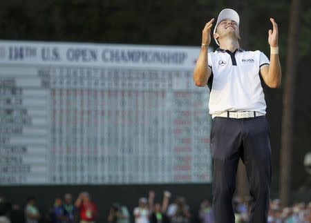 Martin Kaymer of Germany celebrates on the 18th green after sinking his final putt to capture the U.S. Open Championship golf tournament in Pinehurst, North Carolina, June 15, 2014. REUTERS/Robert Galbraith