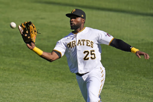 Pirates get to Bauer, earn doubleheader split with Reds