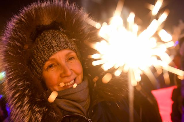 <p>People light sparklers during New Year celebrations in central Novosibirsk on December 31, 2017. (Photo: Kirill Kukhmar/Getty Images) </p>