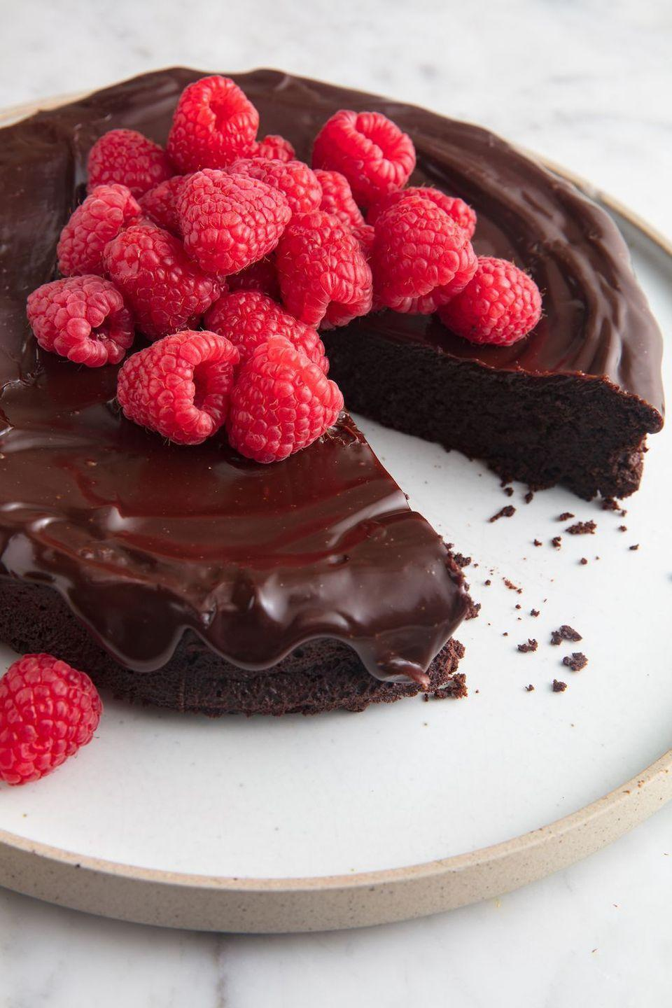 "<p>This cake is a showoff. </p><p>Get the recipe from <a href=""https://www.delish.com/cooking/recipe-ideas/a19473626/best-flourless-chocolate-cake-recipe/"" rel=""nofollow noopener"" target=""_blank"" data-ylk=""slk:Delish"" class=""link rapid-noclick-resp"">Delish</a>. </p>"