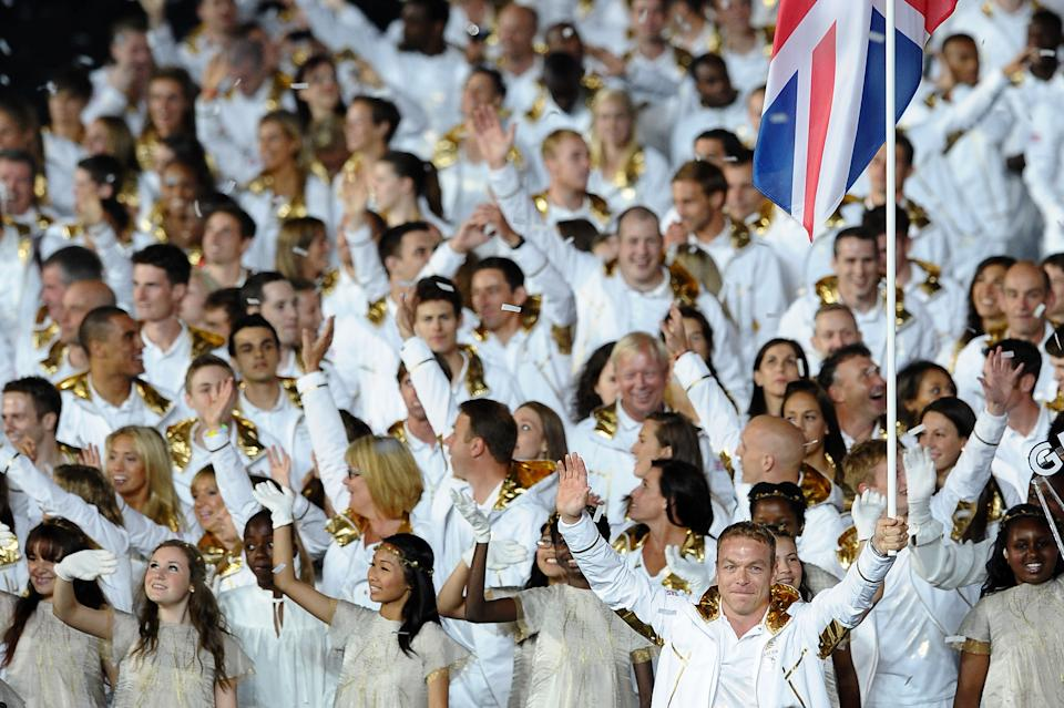 LONDON, ENGLAND - JULY 27:  Sir Chris Hoy of the Great Britain Olympic cycling team carries his country's flag during the Opening Ceremony of the London 2012 Olympic Games at the Olympic Stadium on July 27, 2012 in London, England.  (Photo by Laurence Griffiths/Getty Images)