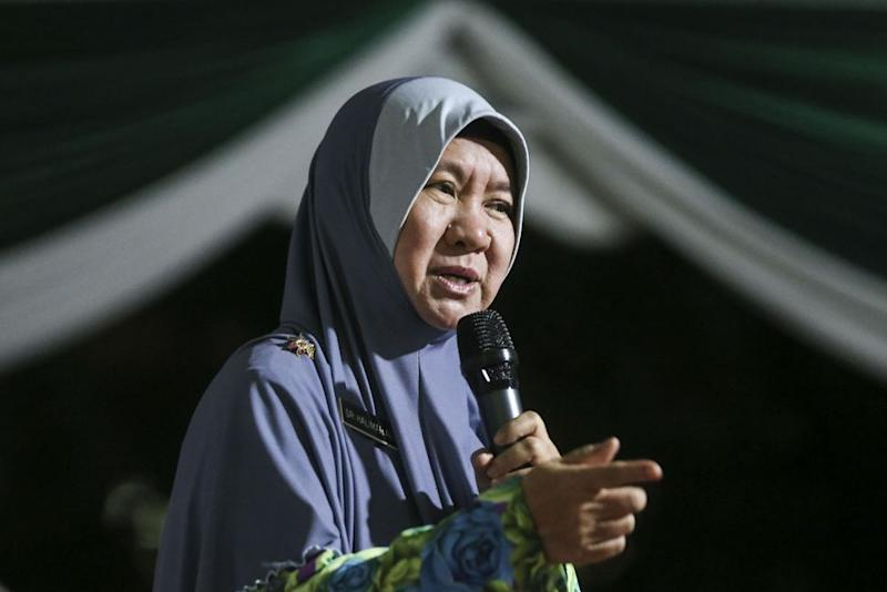 Dr Halimah Ali speaks during a PAS ceramah in Desa Mentari, Petaling Jaya September 5, 2018. ― Picture by Hari Anggara