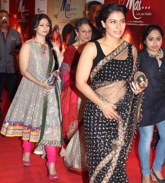 Kajol arrives with her mom Tanuja and sister Tanishaa