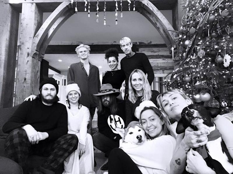 Miley Cyrus and family   Miley Cyrus/Instagram