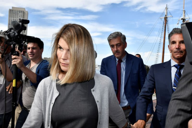 Lori Loughlin, other parents lose bid to dismiss U.S. college scam charges