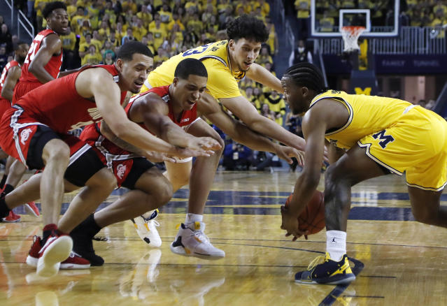 Michigan guard Zavier Simpson, right, steals the ball away from Ohio State forward Jaedon LeDee, center left, during the first half of an NCAA college basketball game Tuesday, Jan. 29, 2019, in Ann Arbor, Mich. (AP Photo/Carlos Osorio)