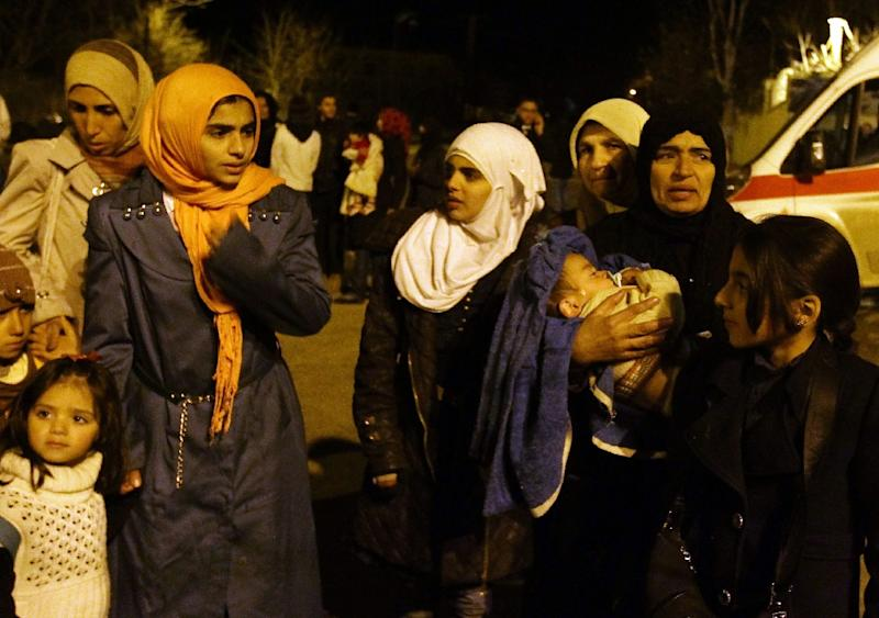 Syrians are evacuated from the besieged rebel-held town of Madaya, on January 11, 2016 (AFP Photo/Louai Beshara)