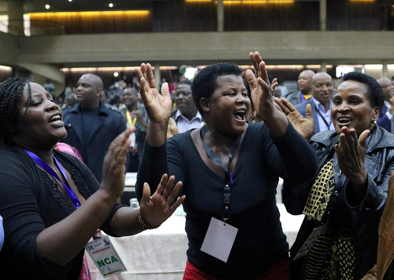 Delegates celebrate after Zimbabwean President Robert Mugabe was dismissed as party leader at an extraordinary meeting of the ruling ZANU-PF's central committee in Harare, Zimbabwe November 19, 2017. REUTERS/Philimon Bulawayo     TPX IMAGES OF THE DAY