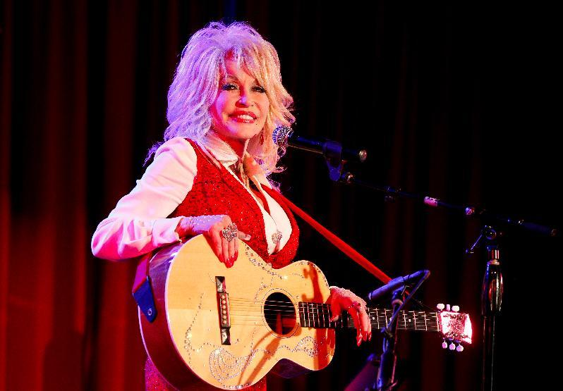 Dolly Parton performs at an event on April 18, 2014 in Nashville, Tennessee (AFP Photo/Terry Wyatt)