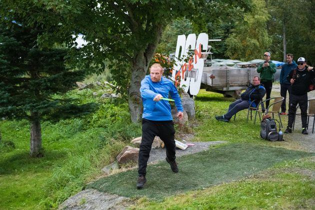 Actor Kristofer Hivju would never bend the knee to the disc golf gods.