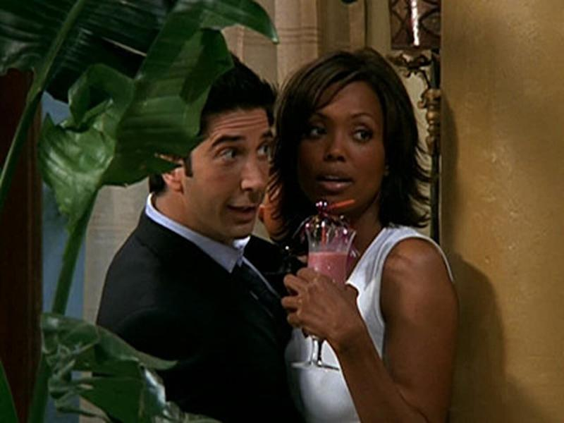 David Schwimmer y Aisha Tyler, en el capítulo 'El de Barbados' de  'Friends'. (Photo: FRIENDS)