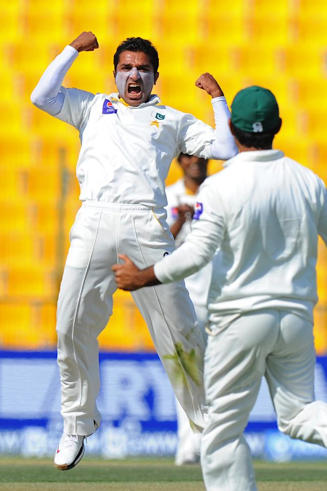 Pakistan bowler Bilawal Bhatti celebrates after he dismissed Sri Lankan batsman Mahela Jayawardene during the opening day of their first cricket Test match between Pakistan and Sri Lanka at the Sheikh Zayed Stadium in Abu Dhabi on December 31, 2013. AFP PHOTO/Ishara S. KODIKARA