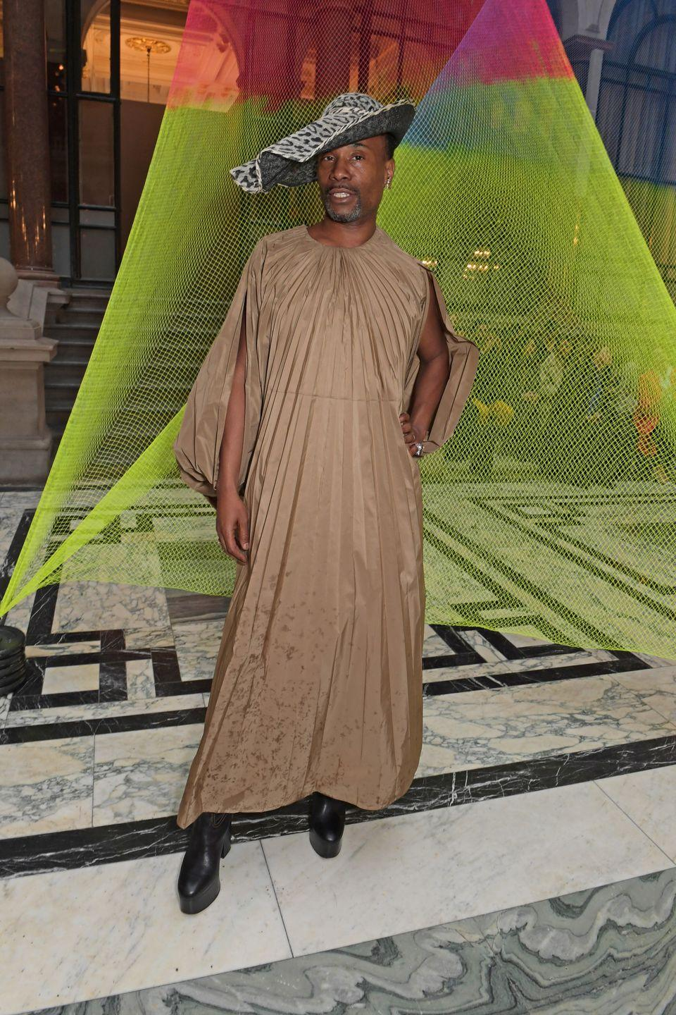 <p>The Like A Boss actor turned up at the British Foreign and Commonwealth Office for the Roksanda show wearing a coffee-coloured pleated maxi dress with exaggerated sleeves and a printed black and white wide-brimmed hat. </p>