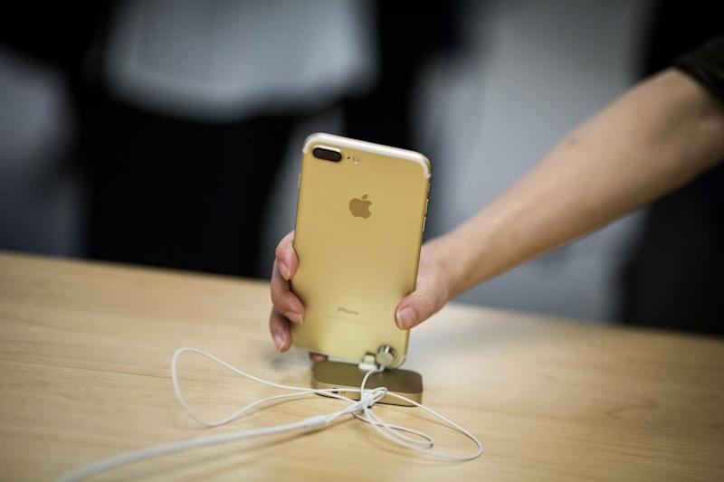 Apple Advances Most in Five Weeks Ahead of Annual Product Launch
