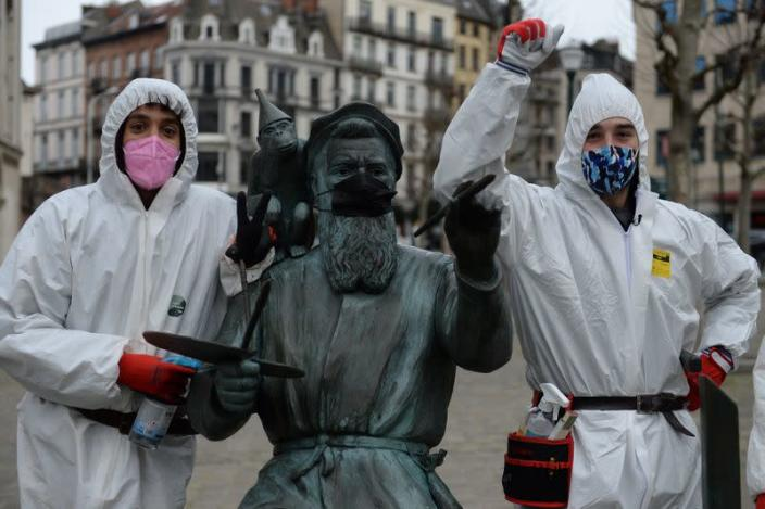 """The """"COVID boys"""" patrol in central Brussels"""