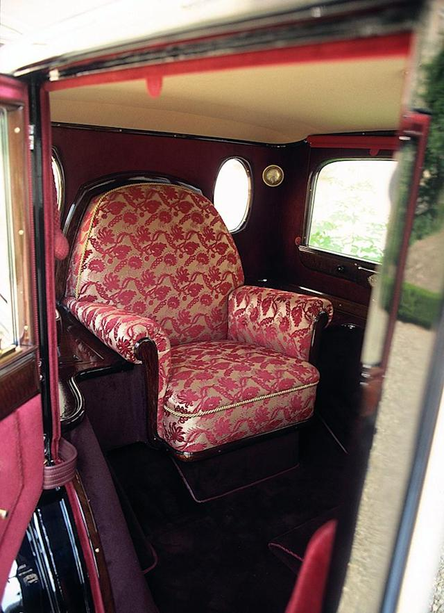 Unique seat: In 1930, a single throne-chair in the rear of the Pullman limousine was created for the Holy Father.