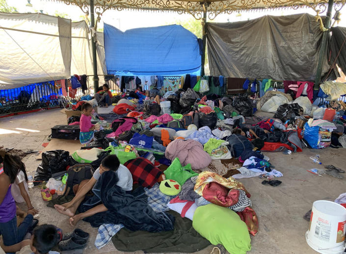 Image: A makeshift camp in a central plaza in Reynosa, Mexico. (Damià Bonmatí)