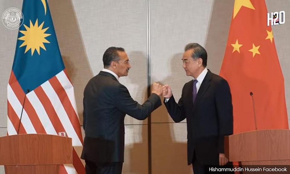 Anwar: Hisham's 'big brother' China an insult to our non-aligned stance