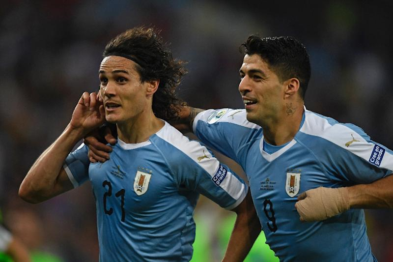 Uruguay's Edinson Cavani (L) celebrates with teammate Luis Suarez after scoring in a 1-0 Copa America win over Chile