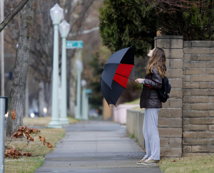 After a 52 day dry spell, residents finally found need of umbrellas as the first storm of the new year moved into in Sacramento, Calif., Wednesday, Jan. 29, 2014.(AP Photo/Rich Pedroncelli)