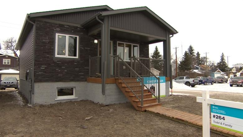 'They've always wanted their own rooms': dad and 2 kids prepare to move into Habitat home