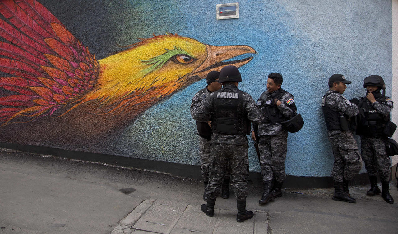 <p>Police speak before an event honoring national hero Eduardo Abaroa, who died in the 1879-1884 War of the Pacific, as part of Sea Day commemorations in La Paz, Bolivia, March 23, 2017. Sea Day marks the anniversary of Bolivia losing a 19th century war to Chile, with the subsequent loss of its Pacific coastline. (Photo: Juan Karita/AP) </p>